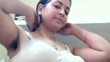 Hot look, Desi Bhabhi Strips Her Cloths and Shows
